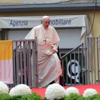 Foto Nicoloro G. 01/10/2017 Cesena ( Forli'-Cesena ) Visita di papa Francesco a Cesena. nella foto Papa Francesco sale sul palco allestito in piazza.