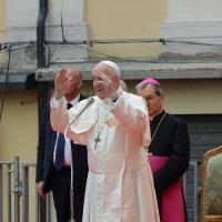 Foto Nicoloro G.   01/10/2017    Cesena ( Forli'-Cesena )  Visita di papa Francesco a Cesena. nella foto Papa Francesco a fine discorso saluta la folla che si accalca in piazza.