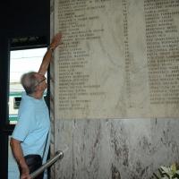Foto Nicoloro G. 02/08/2016 Bologna, Trentaseiesimo anniversario della strage alla stazione di Bologna. nella foto Un famigliare davanti alla lapide con i nomi delle vittime.