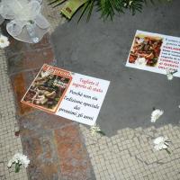 Foto Nicoloro G. 02/08/2016 Bologna, Trentaseiesimo anniversario della strage alla stazione di Bologna. nella fotoCartelli davanti alla lapide con i nomi delle vittime.
