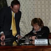 Foto Nicoloro G.   23/02/2015   Milano    Firmato l' accordo sullo scambio d' informazioni tra i ministri di Economia e Finanze di Italia e Svizzera. nella foto il ministro svizzero Eveline Widmer-Schlumpf mentre firma.