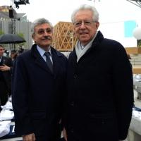 Foto Nicoloro G.   01/05/2015  Milano   Al via l' Expo Milano 2015, l' Esposizione Internazionale che l'Italia ospiterà dal primo Maggio al 31 Ottobre 2015. nella foto due ex presidenti del Consiglio Massimo D' Alema, a sinistra, e Mario Monti.