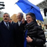 Foto Nicoloro G.   01/05/2015  Milano   Al via l' Expo Milano 2015, l' Esposizione Internazionale che l'Italia ospiterà dal primo Maggio al 31 Ottobre 2015. nella foto l' onorevole Massimo D' Alema e Mario Monti con la moglie Elsa.