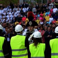 Foto Nicoloro G.   01/05/2015  Milano   Al via l' Expo Milano 2015, l' Esposizione Internazionale che l'Italia ospiterà dal primo Maggio al 31 Ottobre 2015. nella foto un Carabiniere prende in consegna il Tricolore.