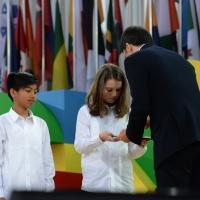Foto Nicoloro G.   01/05/2015  Milano   Al via l' Expo Milano 2015, l' Esposizione Internazionale che l'Italia ospiterà dal primo Maggio al 31 Ottobre 2015. nella foto il premier Matteo Renzi firma l' apertura ufficiale dell' Expo 2015.