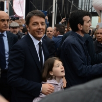 Foto Nicoloro G.   01/05/2015  Milano   Al via l' Expo Milano 2015, l' Esposizione Internazionale che l'Italia ospiterà dal primo Maggio al 31 Ottobre 2015. nella foto il premier Matteo Renzi con  la figlia.