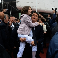 Foto Nicoloro G.   01/05/2015  Milano   Al via l' Expo Milano 2015, l' Esposizione Internazionale che l'Italia ospiterà dal primo Maggio al 31 Ottobre 2015. nella foto il premier Matteo Renzi con in braccio la figlia.