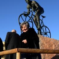 """Foto Nicoloro G.  14/02/2014   Cesenatico (FC)   Cerimonia di """"svelatura"""" della statua in bronzo di Marco Pantani a dieci anni dalla morte del campione di ciclismo. nella foto la madre del campione  Tonina Pantani."""