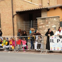 """Foto Nicoloro G. 27/10/2011 Assisi (PG) Visita di Sua Santita' Benedetto XVI ad Assisi, """" Pellegrini della Verita', pellegrini della Pace """", per una giornata di riflessione, dialogo e preghiera per la Pace e la Giustizia nel mondo. nella foto Folla in attesa di Benedetto XVI"""