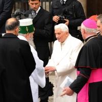 """Foto Nicoloro G. 27/10/2011 Assisi (PG) Visita di Sua Santita' Benedetto XVI ad Assisi, """" Pellegrini della Verita', pellegrini della Pace """", per una giornata di riflessione, dialogo e preghiera per la Pace e la Giustizia nel mondo. nella foto Benedetto XVI"""
