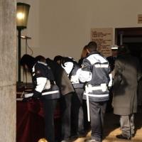 Foto Nicoloro G. 30/01/2012 Milano Allestita in una sala del Comando della Polizia Municipale in piazza Beccaria la camera ardente per il vigile Nicolo' Savarino, ucciso travolto da un SUV. nella foto Colleghi e comuni  cittadini rendono omaggio alla salma del vigile ucciso