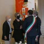07/08/2020  Rimini   Allestita la camera ardente per Sergio Zavoli all' interno del teatro Galli. nella foto la vedova Alessandra Chello parla con il sindaco di Ravenna Michele de Pascale e il sindaco di Rimini Andrea Gnassi.