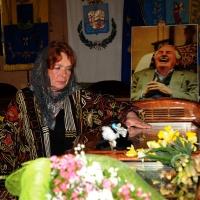 NIK_Foto Nicoloro G. 24/03/2012 Santarcangelo (RN) E' stata allestita nella sala del Consiglio Comunale di Santarcangelo la camera ardente della salma di Tonino Guerra prima di essere portata nella piazza principale per l' ultimo saluto della sua cittadina dove era nato il 16 marzo 1920. nella foto Lora Guerra rende omaggio al feretro