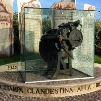 Foto Nicoloro G. 01/10/2012 Conselice ( Ravenna ) Celebrazioni per il sesto anniversario del Monumento alla Stampa Clandestina e alla Libertà di Stampa, secondo in Europa con l' altro che si trova nella città di Almeria in Spagna. nella foto Particolare del monumento