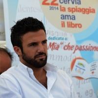 """Foto Nicoloro G.  15/08/2014  Cervia ( Ravenna )  22° edizione di """" Cervia, la spiaggia ama il libro """". nella foto il sindaco di Cervia Luca Coffari."""