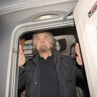 Foto Nicoloro G. 24/03/2010  Milano  Comizio in piazza Duomo di Beppe Grillo che e' in giro in roulotte per chiudere la campagna elettorale regionale. nella foto Beppe Grillo sulla porta della roulotte