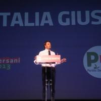Foto Nicoloro G. 01/02/2013 Firenze Evento di grande importanza, forse unico, che vede insieme in questa campagna elettorale il sindaco di Firenze e il segretario generale del PD. nella foto Matteo Renzi