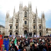 Foto Nicoloro G. 25/04/2012 Milano Commemorazione del XXV Aprile, Festa della Liberazione, con corteo e comizio in piazza Duomo. nella foto Piazza del Duomo gremita di folla