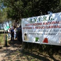 Foto Nicoloro G.  02/06/2014  Ravenna    Nella giornata della Festa della Repubblica si è svolta la commemorazione dell' anniversario della morte di Giuseppe Garibaldi, avvenuta a Caprera proprio il 2 giugno 1882. nella foto lo striscione dell' A.N.V.R.G., Associazione nazionale veterani e reduci garibaldini.