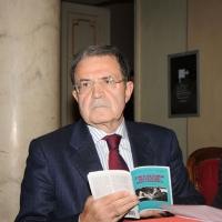 """Foto Nicoloro G.  08/11/2010 Ravenna  Commemorazione dell' ex presidente della DC Benigno Zaccagnini, morto il 05 novembre 1989, in un dibattito dal titolo """" Zaccagnini nel futuro della politica """". nella foto Romano Prodi"""