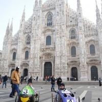 Foto Nicoloro G. 20/11/2011 Milano Domenica senza auto escluse quelle elettriche e in molti hanno raggiunto il centro citta' a piedi, in bicicletta o con altri mezzi leciti. nella foto Auto a pedali in Piazza del Duomo