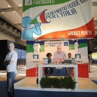 """Foto Nicoloro G. 21/08/2011 Rimini Edizione 2011 del Meeting di Rimini che ha per titolo """" E l' esistenza diventa una immensa certezza """".  nella foto Lo stand di Roberto Formigoni"""