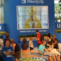 """Foto Nicoloro G. 21/08/2011 Rimini Edizione 2011 del Meeting di Rimini che ha per titolo """" E l' esistenza diventa una immensa certezza """".  nella foto  Diretta video della messa di Benedetto XVI dalla Spagna"""