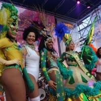 """Foto Nicoloro G. 10/02/2013 Cento ( Ferrara ) E' partita l' edizione 2013 del """" Cento Carnevale d' Europa """" che si svolgerà nei giorni 10 - 17 - 24 febbraio e 3 marzo nonostante il sisma che ha colpito duramente la cittadina di Cento. Il Carnevale di Cento è l' unico ad essere gemellato con lo storico Carnevale di Rio de Janeiro. nella foto Ballerine brasiliane"""