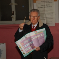 Foto Nicoloro G. 24/02/2013 Milano Elezioni politiche del 24 e 25 febbraio 2013. Il presidente del Consiglio Mario Monti vota nella scuola di Piazza Sicilia. nella foto Mario Monti