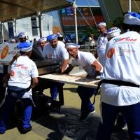 Foto Nicoloro G.  20/06/2015  Milano   Realizzata la pizza più lunga del mondo all' Expo 2015. nella foto un momento della cottura della pizza.