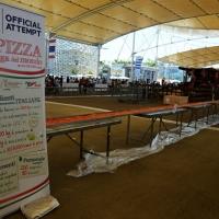 Foto Nicoloro G.  20/06/2015  Milano   Realizzata la pizza più lunga del mondo all' Expo 2015. nella foto una parte dei circa 1600 metri di pizza da nuovo Guinness dei Primati e il cartello che specifica gli ingredienti e le quantità usate.