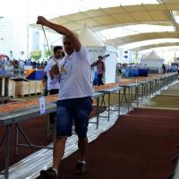 Foto Nicoloro G.  20/06/2015  Milano   Realizzata la pizza più lunga del mondo all' Expo 2015. nella foto un momento della laboriosa misurazione della pizza che risulterà essere di metri 1596,45.