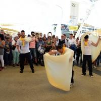 Foto Nicoloro G.  20/06/2015  Milano   Realizzata la pizza più lunga del mondo all' Expo 2015. nella foto esperti pizzaioli si esibiscono in esercizi di abilità con la pasta per le pizze.