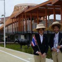 Foto Nicoloro G.   01/05/2015  Milano   Al via l' Expo Milano 2015, l' Esposizione Internazionale che l'Italia ospiterà dal primo Maggio al 31 Ottobre 2015. nella foto due hostess del padiglione della Thailandia.
