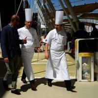 Foto Nicoloro G.   05/05/2015    Milano   Expo Milano 2015 si apre al mondo e si mette in mostra. nella foto due simboli emblematici dell' Expo 2015, due chef.