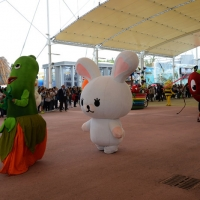 Foto Nicoloro G.   05/05/2015    Milano   Expo Milano 2015 si apre al mondo e si mette in mostra. nella foto durante una parata di Foody, la mascotte di Expo 2015.
