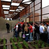 Foto Nicoloro G.   05/05/2015    Milano   Expo Milano 2015 si apre al mondo e si mette in mostra. nella foto ragazzi in coda per poter salire e saltare sulla grande rete nel padiglione del Brasile.