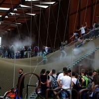 Foto Nicoloro G.   05/05/2015    Milano   Expo Milano 2015 si apre al mondo e si mette in mostra. nella foto ragazzi camminano e saltano sulla grande rete nel padiglione del Brasile.