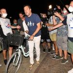 Foto Nicoloro G.   01/08/2020    Cervia ( RA ) Seconda serata della Festa della Lega Romagna che ha visto la presenza del leader del Carroccio. nella foto l' arrivo in bici del segretario del Carroccio Matteo Salvini.