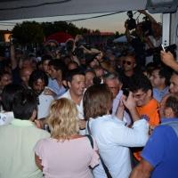 Foto Nicoloro G. 30/08/2013 Borgo Sisa ( Ravenna ) Festa del PD con l' intervento del sindaco di Firenze Matteo Renzi. nella foto Matteo Renzi  e la folla di simpatizzanti