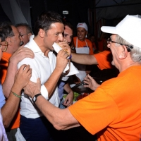 Foto Nicoloro G. 30/08/2013 Borgo Sisa ( Ravenna ) Festa del PD con l' intervento del sindaco di Firenze Matteo Renzi. nella foto Matteo Renzi  e i volontari della Festa