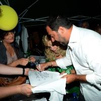 Foto Nicoloro G.  25/07/2015  Cervia ( Ravenna )  Festa Nazionale della Lega Nord Romagna. nella foto    Matteo Salvini mentre firma magliette.