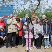 """Foto Nicoloro G. 25/04/2011 Marzabotto (BO) Per il 25 Aprile """" Festa della Liberazione """" cerimonia di commemorazione delle vittime della strage nazifascista di Marzabotto. nella foto Alunni della Scuola  Media di Marzabotto leggono poesie"""