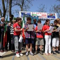 Foto Nicoloro G. 25/04/2013 Marzabotto ( Bologna ) Celebrazione della Festa della Liberazione in questo paese che durante la Seconda guerra mondiale subì una strage perpetrata dai nazisti. nella foto Un gruppo di studenti legge sul palco della cerimonia