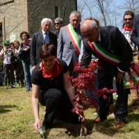 Foto Nicoloro G. 25/04/2013 Marzabotto ( Bologna ) Celebrazione della Festa della Liberazione in questo paese che durante la Seconda guerra mondiale subì una strage perpetrata dai nazisti. nella foto Cecilia Strada pianta un acero rosso