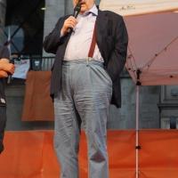 Foto Nicoloro G. 30/05/2011 Milano Festa in piazza Duomo, colorata di arancione, per l' elezione a sindaco di Giuliano Pisapia. Una piazza Duomo gremita all' inverosimile che ha visto avvicendarsi sul palco numerosi artisti e politici. nella foto Umberto Eco