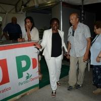 Foto Nicoloro G.  31/08/2014   Ravenna    Festa Provinciale de L' Unità. nella foto la parlamentare europea Cècile Kyenge al bar della Festa parla con alcuni avventori.