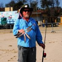 Foto Nicoloro G.  24/04/2015  Cervia ( Ravenna )   Si è aperto il 35° Festival Internazionale dell' Aquilone, uno fra i più famosi raduni al mondo di aquilonisti. Dal 24 aprile al 3 maggio animerà la spiaggia di Pinarella di Cervia con la partecipazione di 30 nazioni e lo Sri Lanka come ospite d' onore. nella foto lo svedese Johan Hallin mostra uno dei suoi aquiloni realizzati con le piume di gabbiano trovate sulle scogliere di Goteborg.
