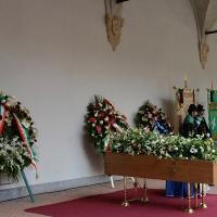 Foto Nicoloro G. 23/02/2016 Milano Cerimonia funebre laica in onore del semiologo e scrittore Umberto Eco. nella foto il feretro di Umberto Eco nell' allestimento voluto per lui nel cortile del Castello.
