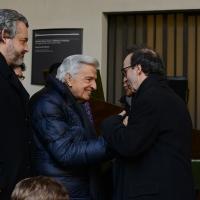 Foto Nicoloro G. 23/02/2016 Milano Cerimonia funebre laica in onore del semiologo e scrittore Umberto Eco. nella foto l' incontro tra Furio Colombo e Roberto Benigni.